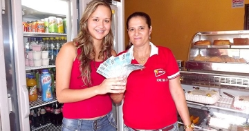 Mineiros: Cliente da Lanches e Cia ganha R$ 1.000,00 na Promoo Cofre Aberto 